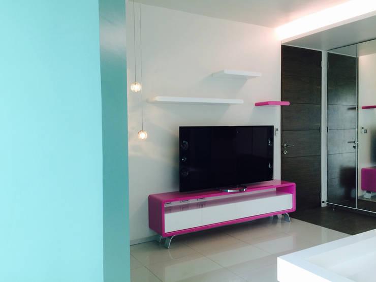 Casa Invernadero : Salas de estilo  por BCA taller de diseño
