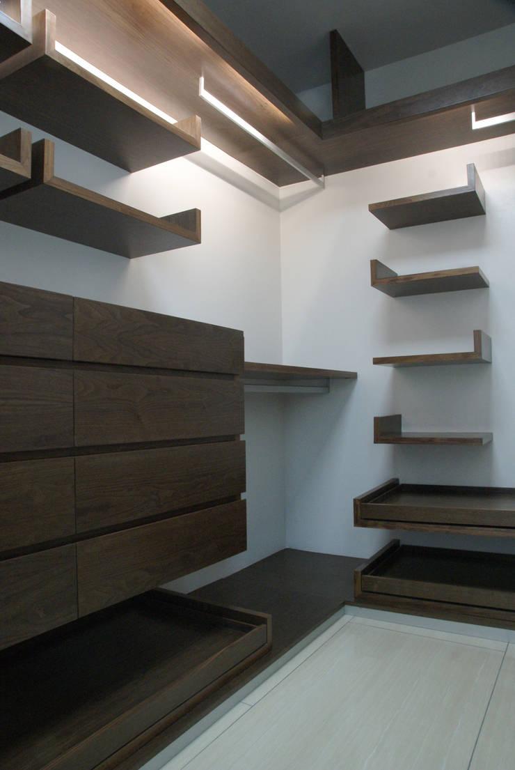 Casa Invernadero : Recámaras de estilo  por BCA taller de diseño