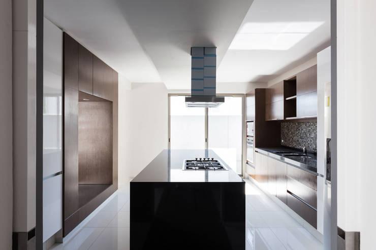 Casa la Reserva las Animas : Cocinas de estilo  por BCA Arch and Interiors