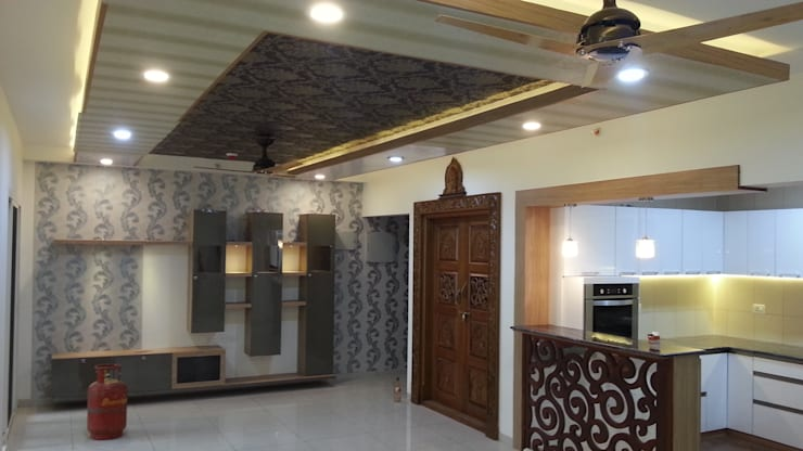 Mr. and Mrs. Raghu House at Shoba Forest view :  Living room by Blue Interiors