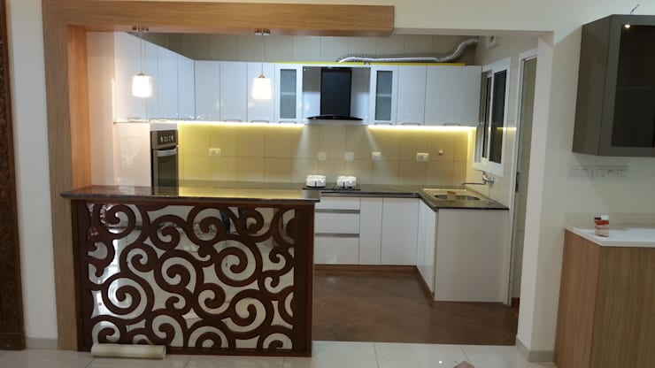 Mr. and Mrs. Raghu House at Shoba Forest view :  Kitchen by Blue Interiors