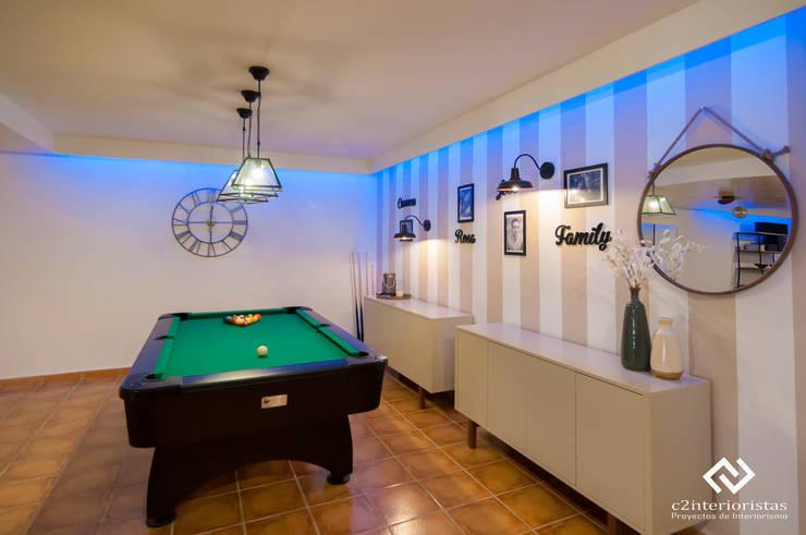 Decoración de sótano en Alhaurín de la Torre, Málaga: Salones de estilo  de C2INTERIORISTAS