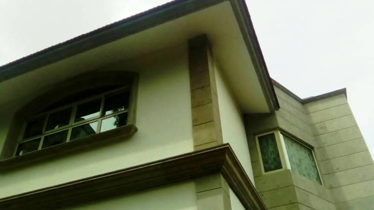 Fachada: Casas de estilo  por Leon Countertops