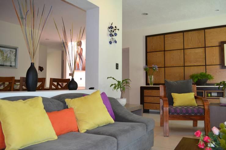 SALA CASA LAS FLORES: Salas de estilo moderno por EL DIVÁN Arquitectura & Diseño de Interiores