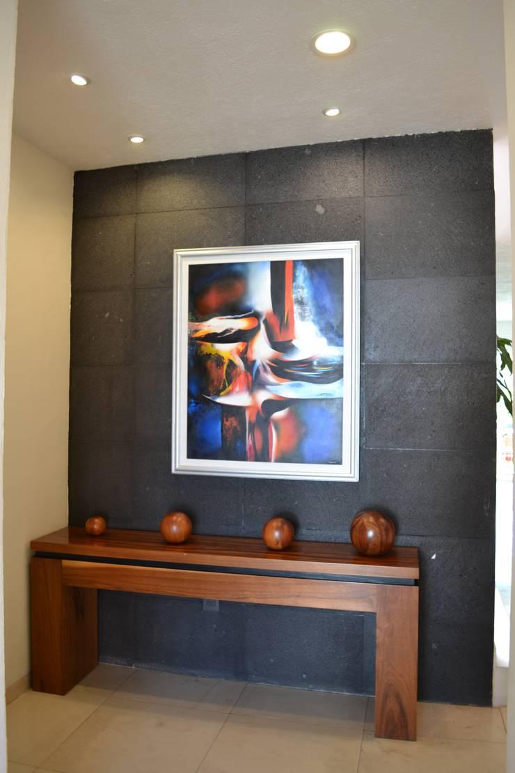 ACCESO CASA LAS FLORES: Pasillos y recibidores de estilo  por EL DIVÁN Arquitectura & Diseño de Interiores