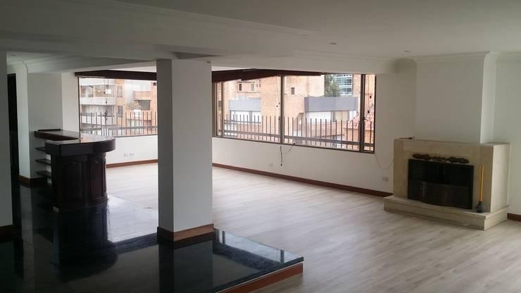 REMODELACIÓN Y RESTAURACIÓN : Salas de estilo  por LABORATO ARQUITECTURA & DISEÑO