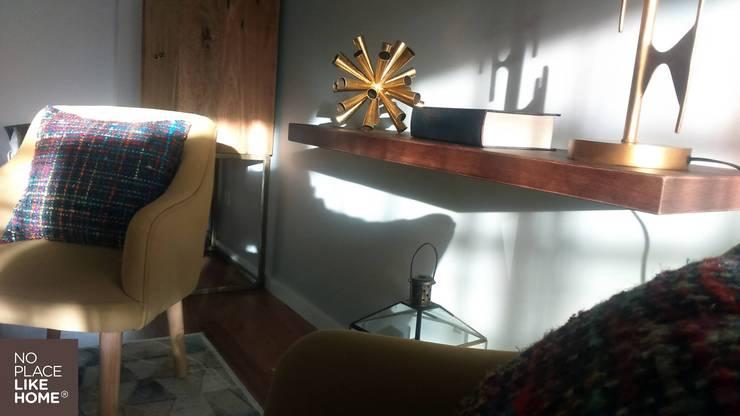 Book Support: Sala de estar  por No Place Like Home ®