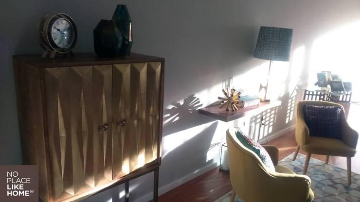 Cabinet from Area Store: Sala de estar  por No Place Like Home ®