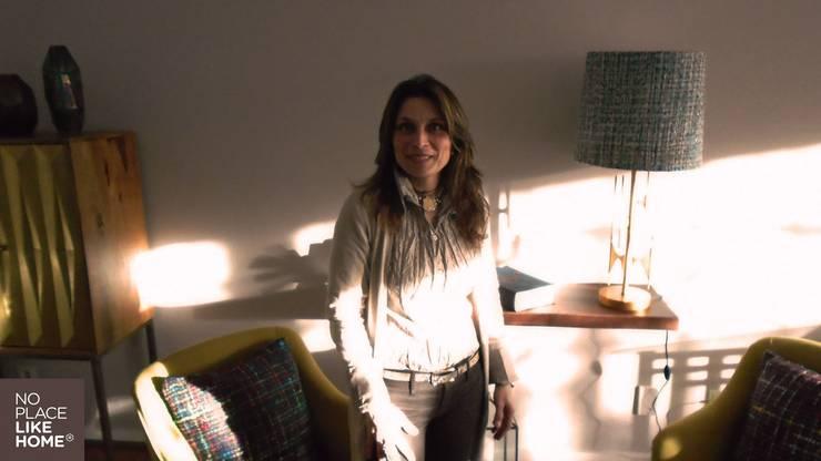 Our decorator: Sala de estar  por No Place Like Home ®