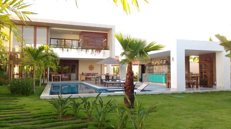 Piscinas de jardín de estilo  por Tânia Póvoa Arquitetura e Decoração