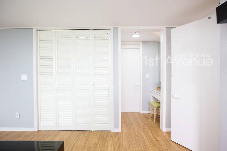 감각적인 패턴과 감성이 있는 인테리어 : 퍼스트애비뉴의  침실