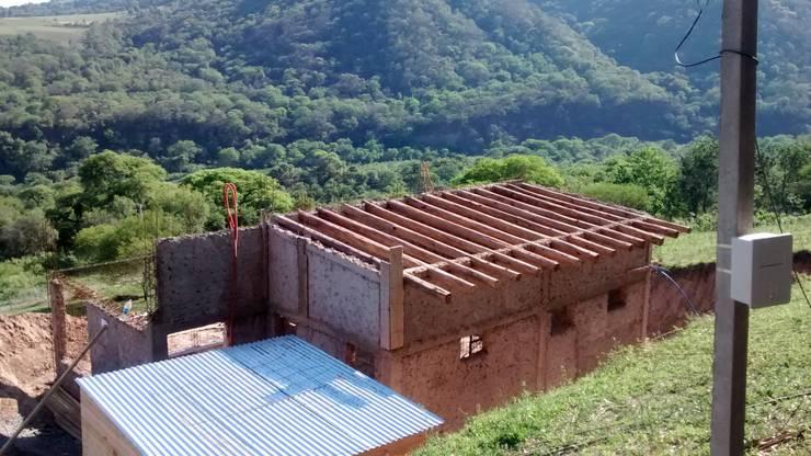 "ARQUITECTURA BIOCLIMATICA ""ECO CIMBRA"" 2: Terrazas de estilo  por FERRER||AGUIRRE ARQUITECTURA+DISEÑO+MUEBLES,Rural"