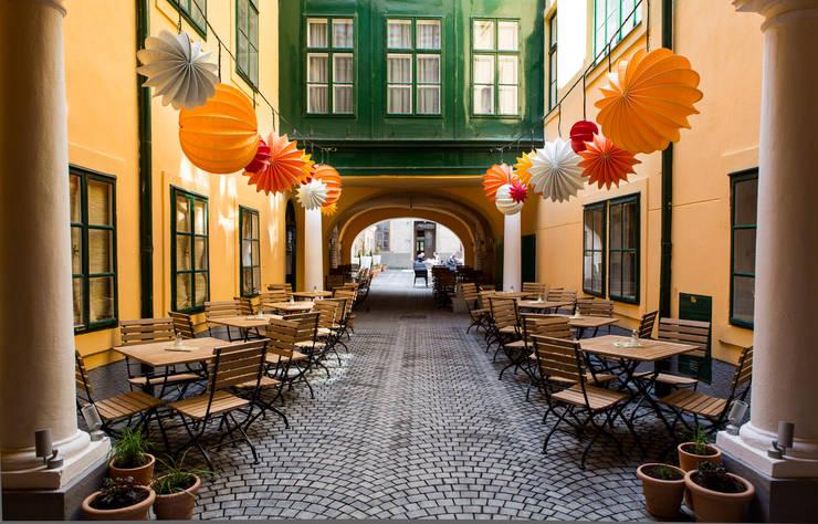 Bar & Klub  oleh Barlooon Germany GmbH, Eklektik