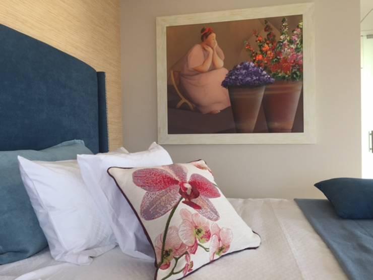 Condominio Tres Mares: Recámaras de estilo  por Marusa Albarrán interior Design