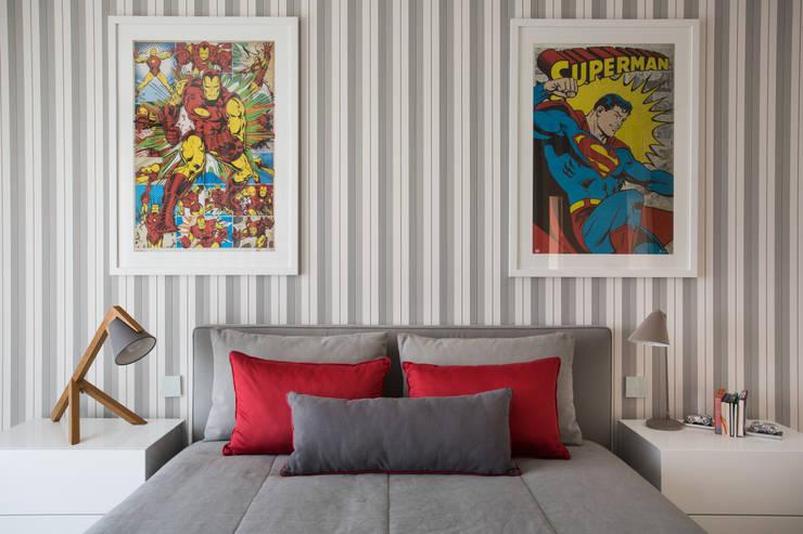quarto de rapaz:   por CASA MARQUES INTERIORES,Moderno Têxtil Ambar/dourado