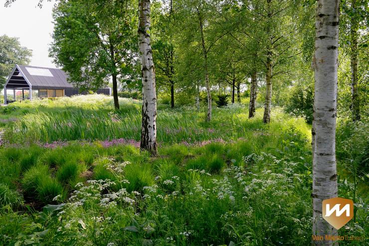 De Liskeshoeve: landelijke Tuin door Van Mierlo Tuinen | Exclusieve Tuinontwerpen