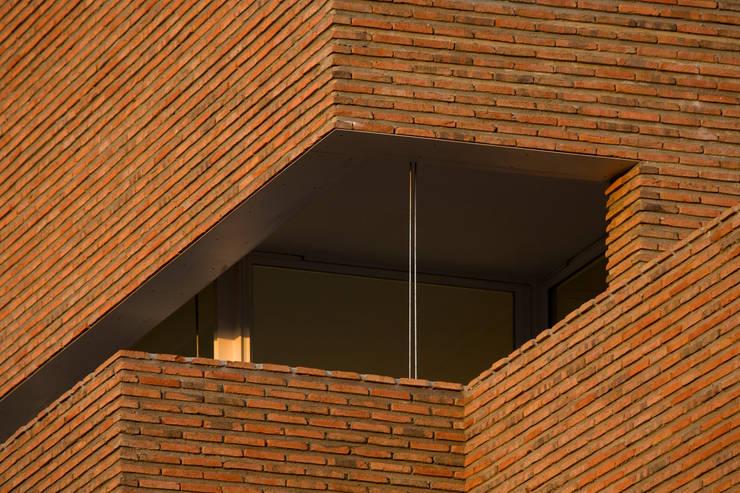 Habitação Unifamiliar no Murtal, Parede: Casas  por Cândido Chuva Gomes - Arquitectos, Lda