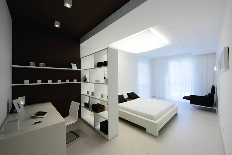 Dormitorios de estilo  por nadine buslaeva interior design