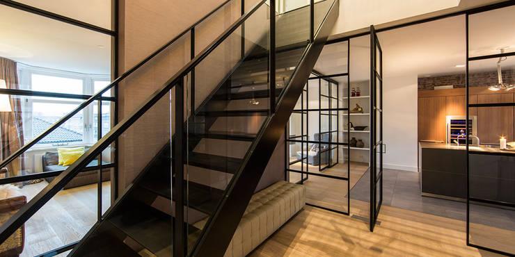 Projekty,  Korytarz, przedpokój zaprojektowane przez DENOLDERVLEUGELS Architects & Associates