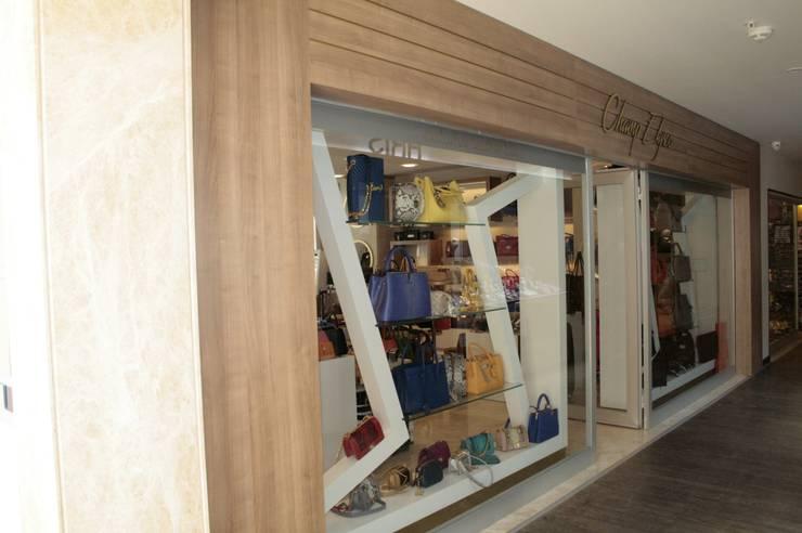 AÇI İÇMİMARLIK TASARIM MOBİLYA İNŞAAT LTD.ŞTİ. – Sentido Orka Lotus Beach Çanta Mağazası:  tarz Dükkânlar, Modern