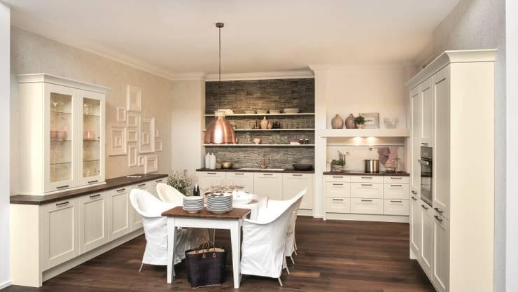 Cozinha  por I&E Küchen & Wohnen de Luxe