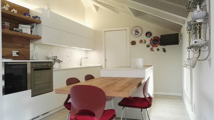 Cucina Moderna in Mansarda von Formarredo Due design 1967 | homify