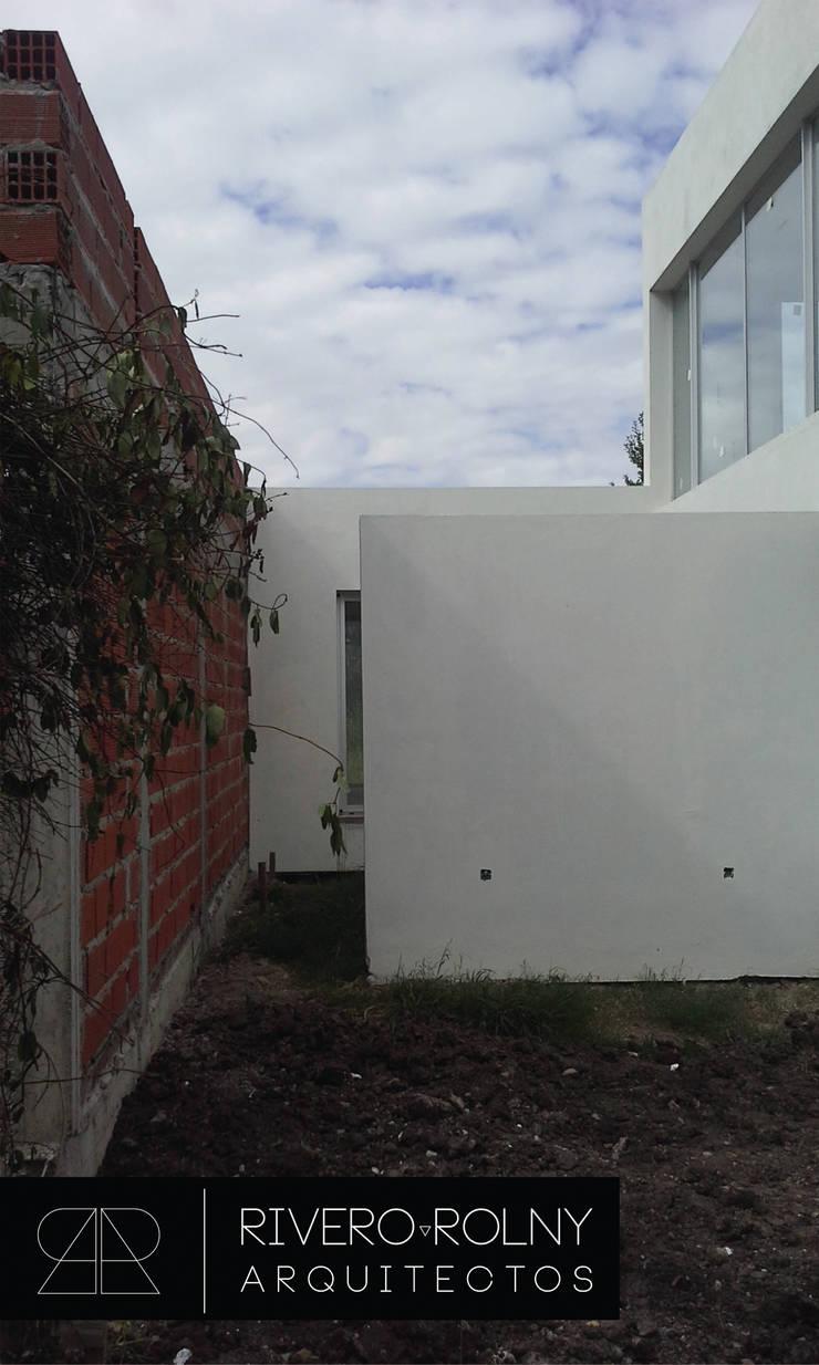 VIVIENA RG: Casas de estilo  por riverorolnyarquitectos