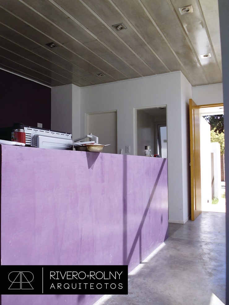 VIVIENA RG: Pasillos y recibidores de estilo  por riverorolnyarquitectos