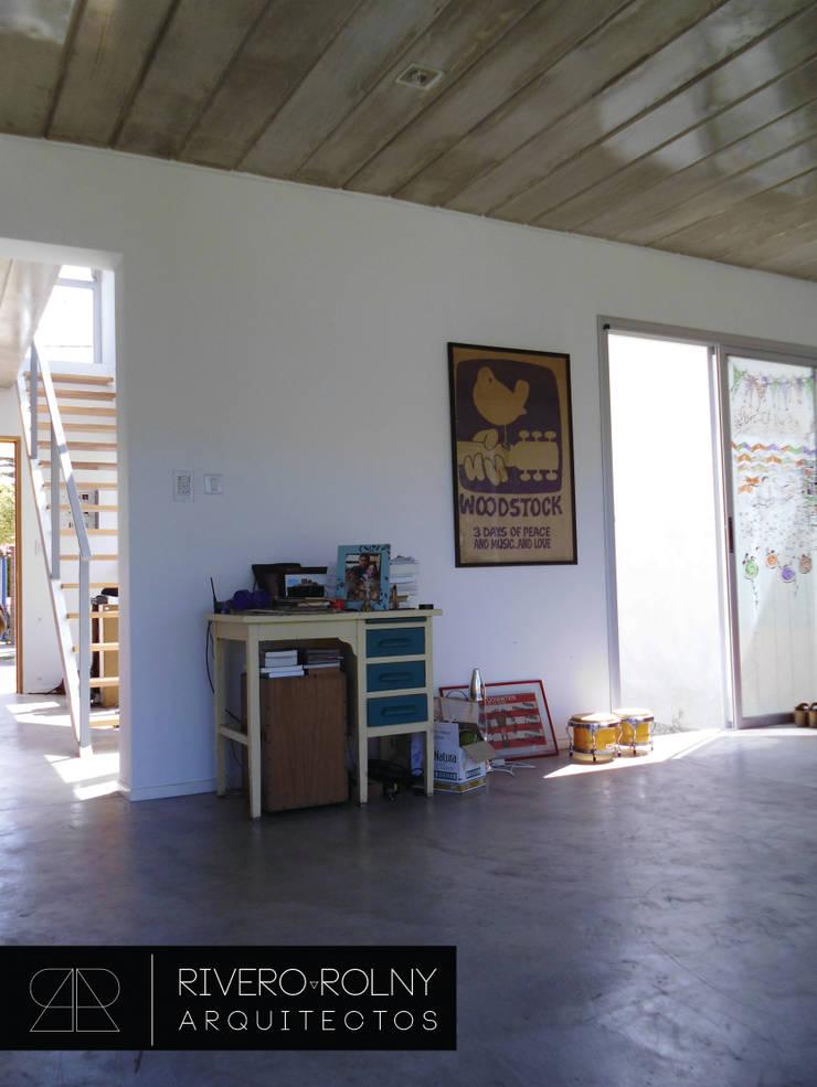 VIVIENA RG: Livings de estilo  por riverorolnyarquitectos