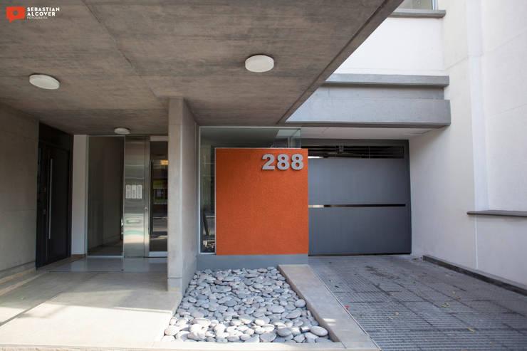 Trabajos para el estudio de arquitectura ATRIO : Casas de estilo  por Sebastian Alcover - Fotografía