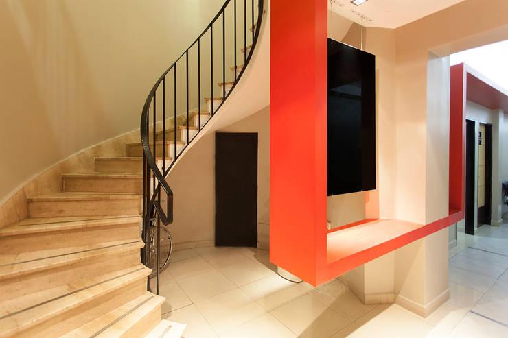 Trabajo para el estudio Azero Arquitectura y Diseño : Clínicas y consultorios médicos de estilo  por Sebastian Alcover - Fotografía