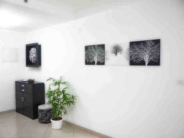 SHOBHA INTERIORS THRISSUR:  Living room by DREAM INFINITE