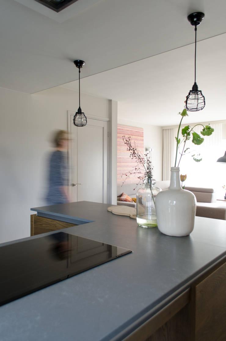 Interieurstyling gezinswoning:   door Mignon van de Bunt Interieurontwerp, Styling & Realisatie, Scandinavisch