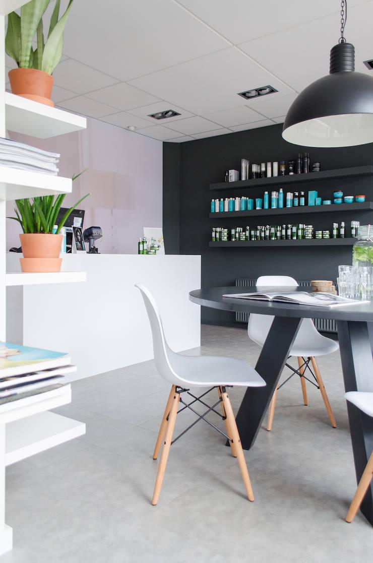 Oficinas y Tiendas de estilo  de Mignon van de Bunt Interieurontwerp, Styling & Realisatie, Escandinavo