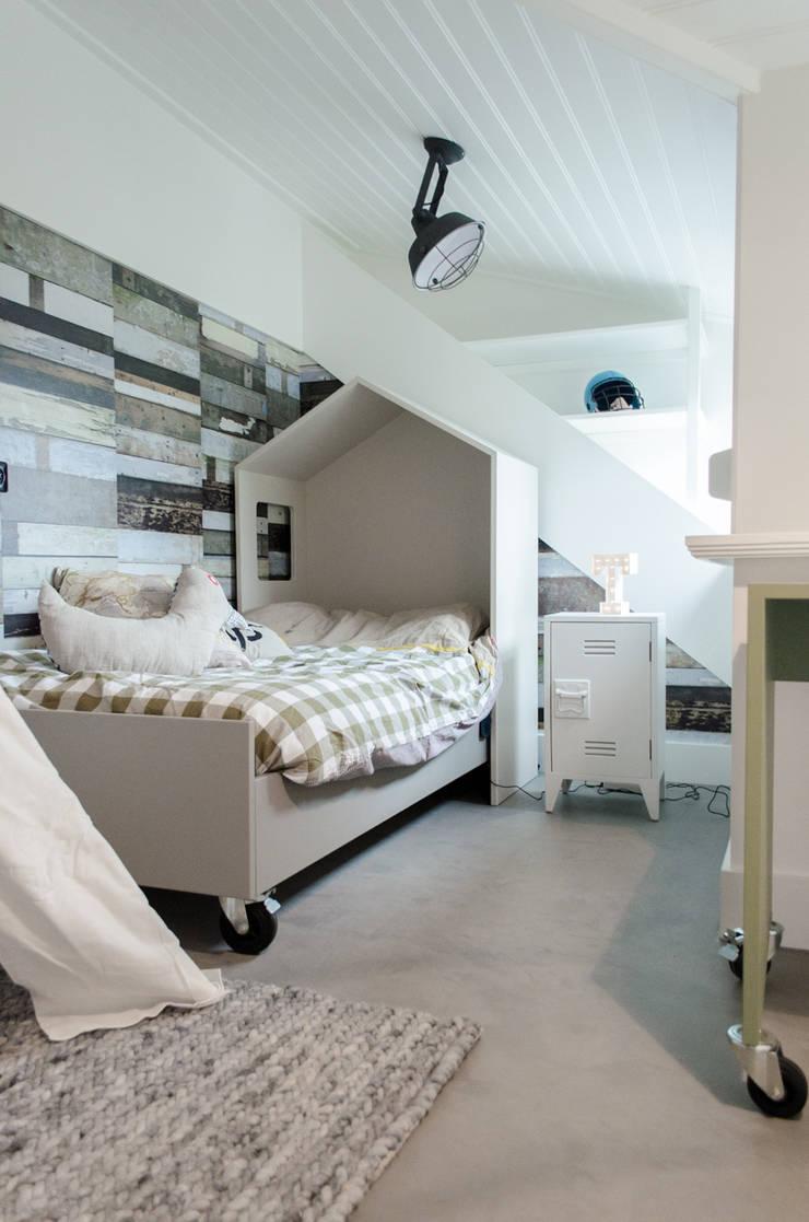 Interieurontwerp bovenverdieping Woonboerderij:  Kinderkamer door Mignon van de Bunt Interieurontwerp, Styling & Realisatie