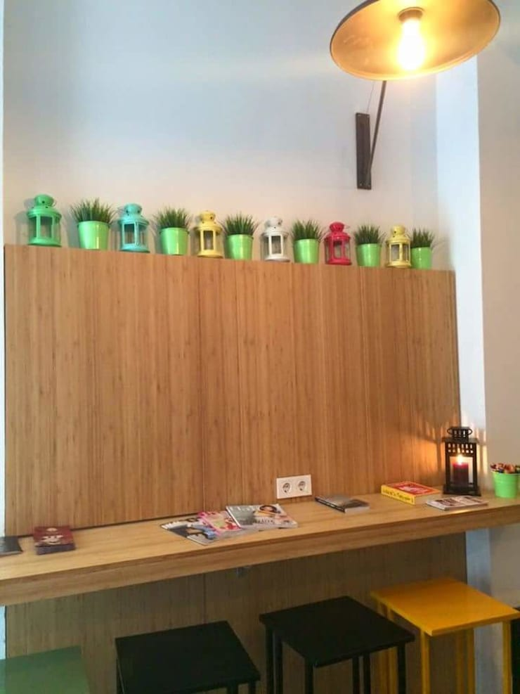 Cemre mobilya imalat ve dekorasyon – Musteri bankosu: modern tarz , Modern Ahşap Ahşap rengi