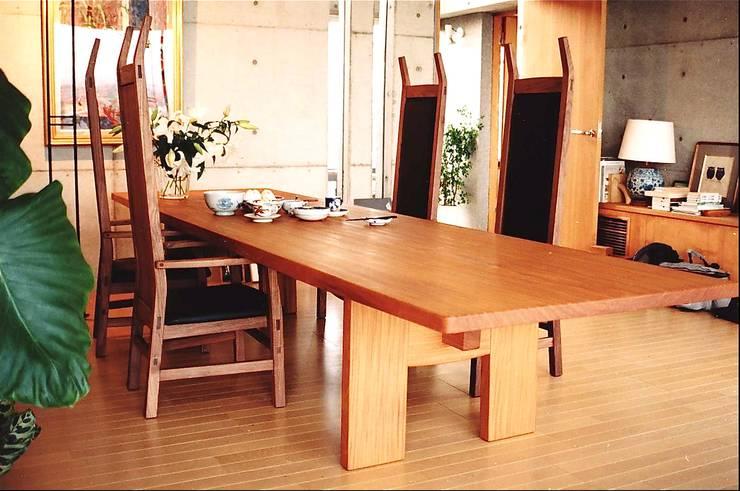 Sala de jantar  por 木工房オーツー