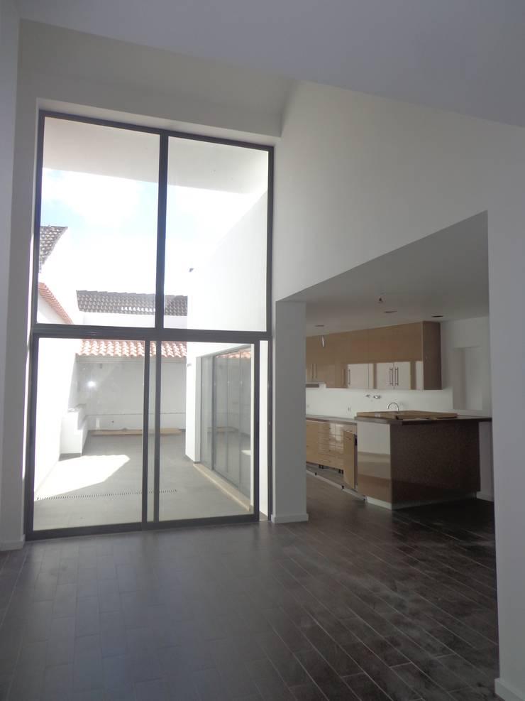 Sala de estar : Salas de estar  por Arteprumo, LDA