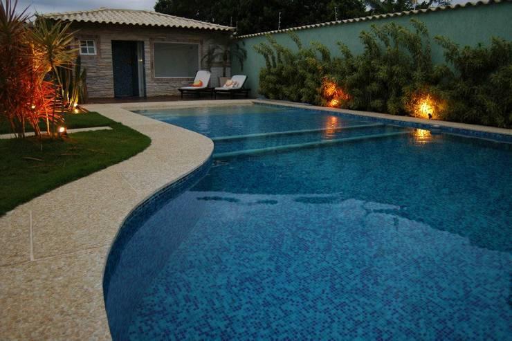 Piscinas de estilo  por Gisele Ribeiro Arquitetura