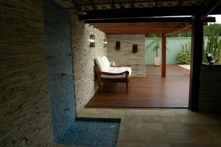 Piscinas de estilo ecléctico por Gisele Ribeiro Arquitetura