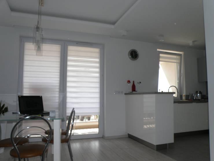 Metamorfoza salonu  19m2: styl , w kategorii  zaprojektowany przez Auraprojekt
