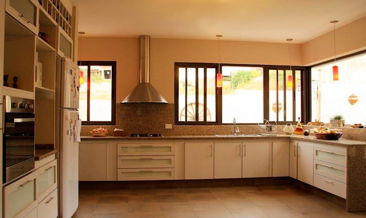 Cocina + Baño: Cocinas de estilo  por renziravelo