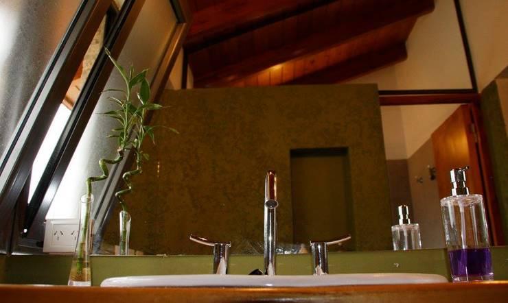 Cocina + Baño: Baños de estilo  por renziravelo