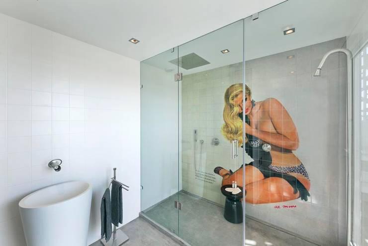 wall tiles: Casa de banho  por studioarte