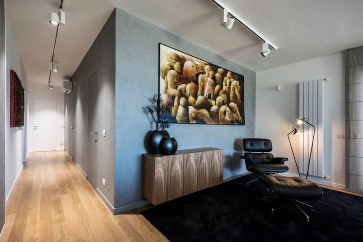 Casa E: Ingresso & Corridoio in stile  di Laboratorio di Progettazione Claudio Criscione Design