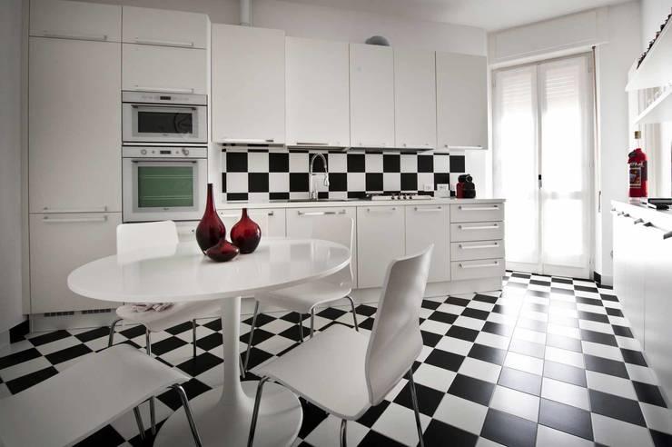Cocina de estilo  por Raffaella Alessandra Calzoni
