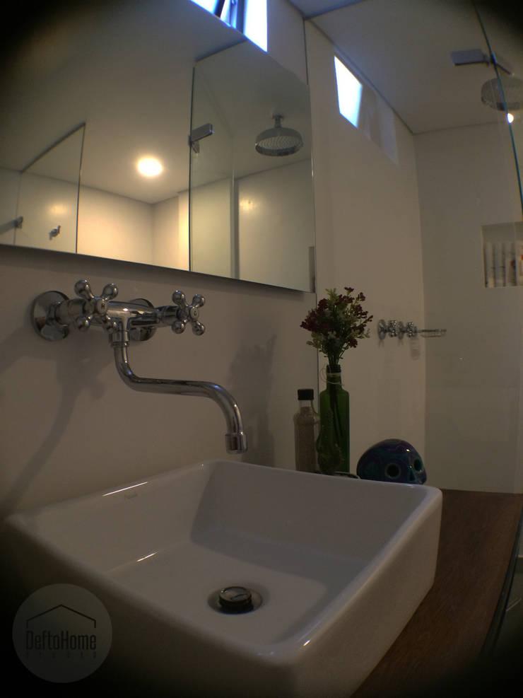 ReformaALT: Baños de estilo  por DeftoHomeStudio INC,