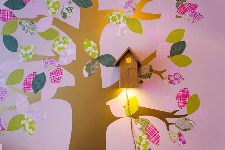 Dormitorios infantiles de estilo clásico de Espaço Mínimo