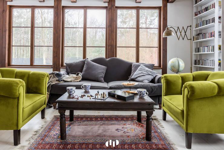 89 metrowy dom k. Warszawy: styl , w kategorii Salon zaprojektowany przez dziurdziaprojekt,