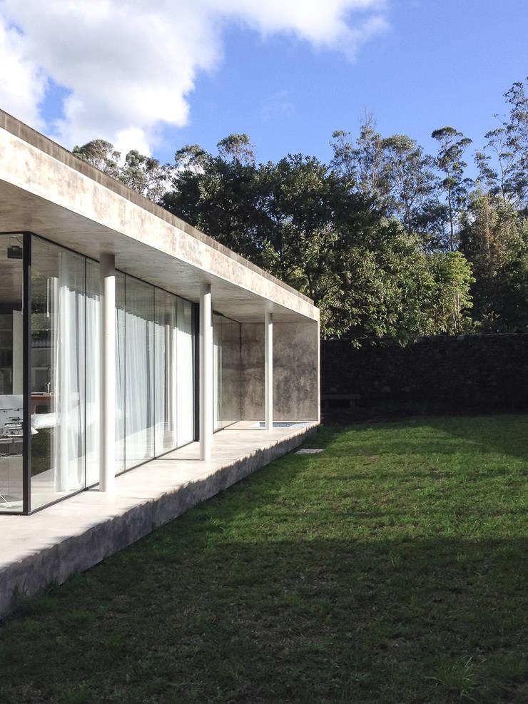 A Glass House: Casas  por ARCO mais - arquitectura e construção